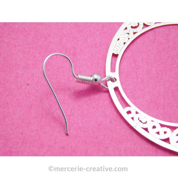 Fixer un crochet d'oreille sur une estampe créole