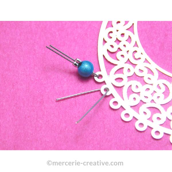 Fixer des perles sur une estampte